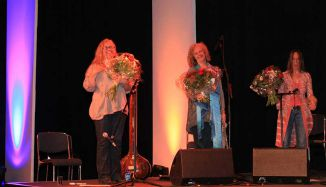 the girls with flowers after a concert in Tanzbrunnen Cologne